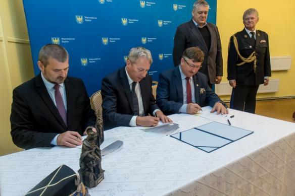 Uroczystość podpisania umów z OSP – fot. BP Tomasz Żak